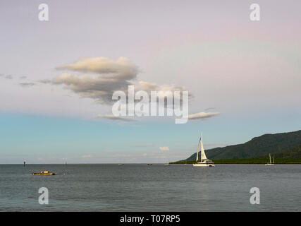 Boat sailing at sunset in Trinity Inlet, Cairns, Far North Queensland, FNQ, QLD, Australia - Stock Image