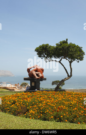 El Beso (the kiss) sculpture, Parque del Amor (Love Park),  Lima, Peru - Stock Image