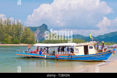 Boat taking people on diving trips, Hat Noppharat Thara, Krabi province, Thailand - Stock Image
