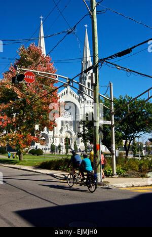 Cyclists tandem bicycle Sainte Anne de Beaupre Basilica - Stock Image