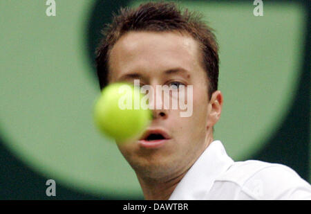 German tennis pro Philipp Kohlschreiber focuses the ball in his quarter-finals match against seeded US James Blake - Stock Image
