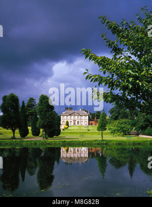 Melbourne Hall and Lake, near Derby, Derbyshire, England UK - Stock Image