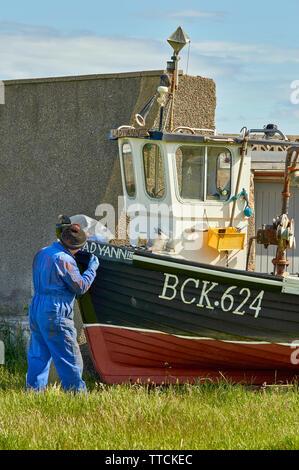 PORTGORDON MORAY SCOTLAND PAINTER AND FISHING BOAT - Stock Image