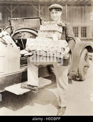Man loading presents into his car - Stock Image