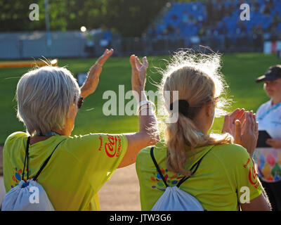 Sheffield, UK. 10th August, 2017. Volunteers applaud at the sunshine at Special Olympics National Games in Sheffield Credit: Steve Holroyd/Alamy Live News - Stock Image