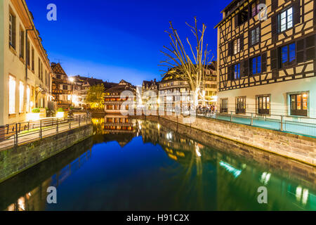 Frankreich, Elsass, Straßburg, La Petite France, Petite France, Fachwerkhäuser, Fluss L'Ill, Kanal, - Stock Image