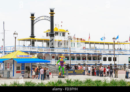 Riverboat Creole Queen, Mississippi river, New Orleans. People are standing in line to board the boat. - Stock Image
