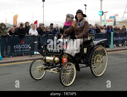 Mr Nigel and Julia Safe, diving their 1899 Benz, down Madera Drive  at the end of the 2018 London to Brighton Veteran Car Run - Stock Image