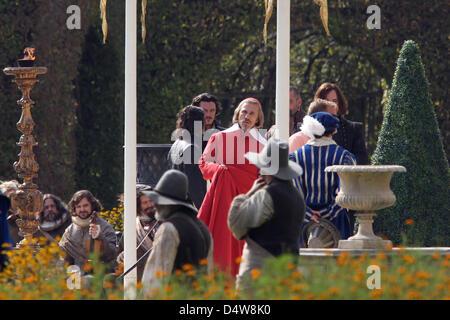 Der österreichische Schauspieler Christoph Waltz (3vl) in der Rolles des Cardinal Richelieu, der US-amerikanische - Stock Image
