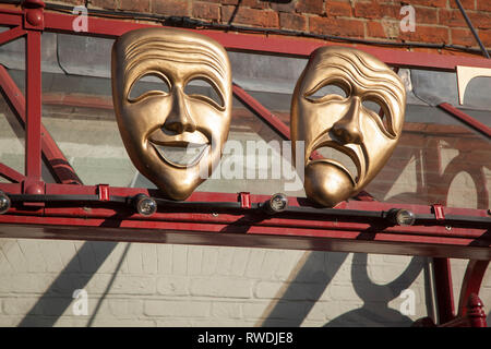 Comedy and tragedy masks also known as The Sock and buskin outside the Kenton Theatre in Henley-on-Thames, Oxfordshire. - Stock Image