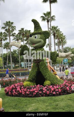 Mickey Mouse topiary, outside Disney's Hollywood Studios, Orlando, Florida, USA - Stock Image