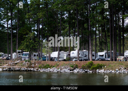 RV Park next to the Intracoastal Waterway in Gulf Shores, Alabama. - Stock Image