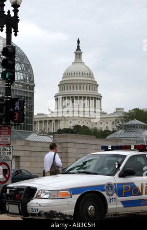 US Capitol building with police car in foreground, Washington, DC, USA - Stock Image