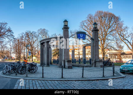 Berlin Wilmersdorf, Heidelberger Platz U3 U-Bahn underground railway station. Grand entrance with stone pillars and lights. - Stock Image