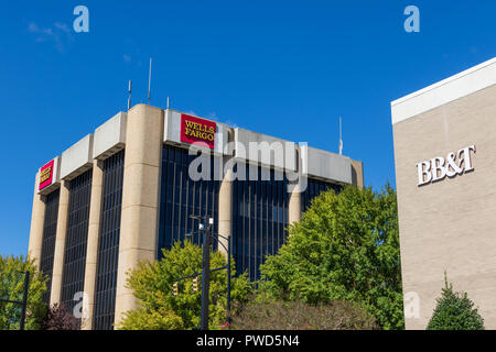 HICKORY, NC, USA-10/14/18: View of the local buildings of Wells Fargo and BB&T banks  against the sky. - Stock Image