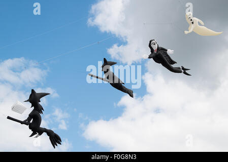 Portsmouth, UK. 15th August 2015. Witch and ghost kites fly in a line above Southsea Common at the International - Stock Image