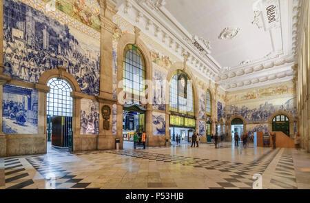central hall with Azulejos,tile panels, train station Sao Bento,  Porto, Region Norte, Portugal, Porto, - Stock Image