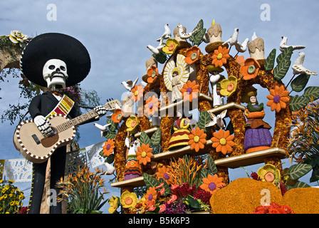 Pasadena CA, Los Angeles, Ca, Santa Fe Springs, Float, Extraordinaire Trophy. 'Celebration of Life Dia de Los - Stock Image