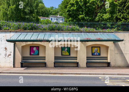 The 1930s bus shelter with Banksy-style artwork of Edward Elgar below the Rose Garden at Great Malvern, Worcestershire, England - Stock Image