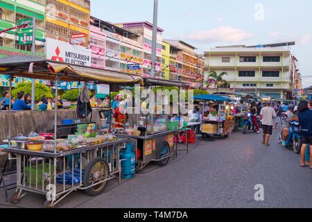 Food stalls, Mitkasema night market, Surat Thani, Thailand - Stock Image