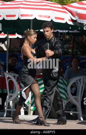 Professional tango dancers in Buenos Aires - Full length - Stock Image