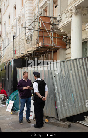 London, UK. 17th June 2019. Richard Ratcliffe on hunger strike in front of the Iranian embassy in London in protest of the detention of his wife Nazanin Zgahari in Iran over spying allegations. Richard talking to a police officer discussing the way Iranian embassy staff and builders putting up structures and planning work, squeezing him out of his space on the pavement. Credit: Joe Kuis / Alamy - Stock Image