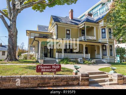 ASHEVILLE, NC, USA-10/25/18: The boyhood home of American author, Thomas Wolfe. - Stock Image