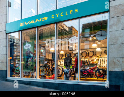 Exterior and window display of the Glasgor branch of Evans Cycles, a long-established UK bicycle retail chain - Stock Image