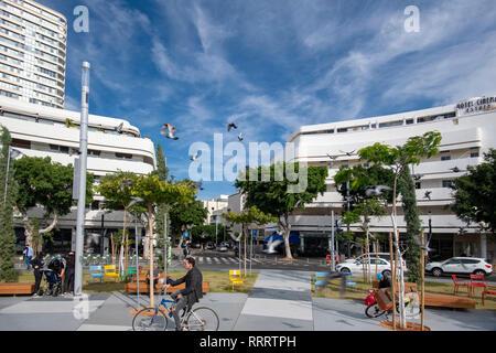 Man on a bicycle, Dizengoff Square, Tel Aviv, Israel - Stock Image