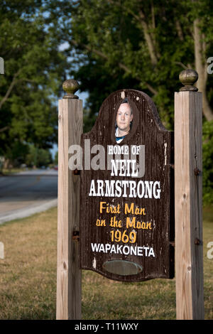 A sign welcomes visitors to Wapakoneta, Ohio, the boyhood home of Apollo 11 astronaut Neil Armstrong, the first man to step on the moon. - Stock Image