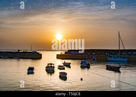 Mousehole, Cornwall, UK. 20th Apr, 2019. UK Weather. The hot Easter weekend weather looks to continue in Cornwall today, with a warm start to the day at Mousehole Harbour. Credit: Simon Maycock/Alamy Live News - Stock Image