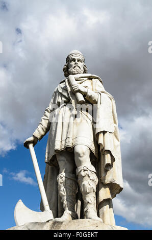 The Statue of King Alfred the Great in the Market Place, Wantage, Oxfordshire, England, UK. - Stock Image
