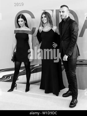 New York, NY - June 03, 2019: Carine Restoin-Roitfeld, Julia Restoin-Roitfeld and Vladimir Roitfeld attend 2019 CFDA Fashion Awards at Brooklyn Museum - Stock Image