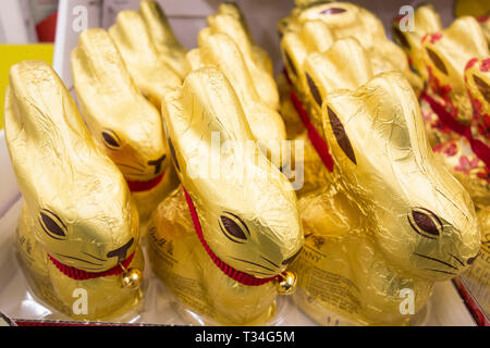 Lindt Golden Milk Chocholate Bunnies on a supermarket shelf in the UK - Stock Image
