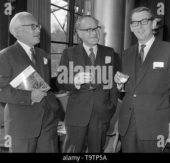 (L-R) Lord Sainsbury, Sir Robert Sainsbury and John D. Sainsbury. - Stock Image