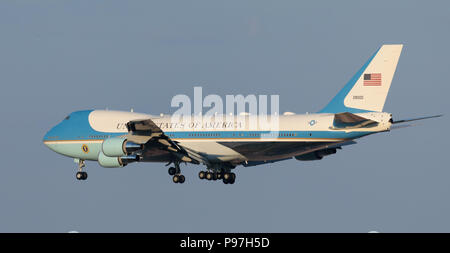 Helsinki, Finland. 15th July 2018. Air Force One in final approach for landing on Helsinki-Vantaa airport carrying Donald Trump for the summit between the Presidents of the USA and Russian Federation on 15 July 2018. Credit: Hannu Mononen/Alamy Live News - Stock Image