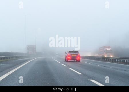 Glasgow, UK. 23 December 2018: uk weather - fog on the M8 motorway Glasgow Credit: Kay Roxby/Alamy Live News - Stock Image