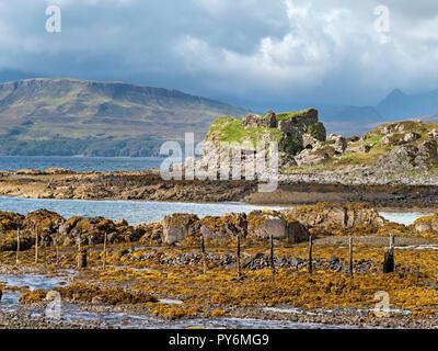 Dunscaith (Dun Scaich) Castle ruins, Tokavaig, Isle of Skye, Scotland, UK. - Stock Image