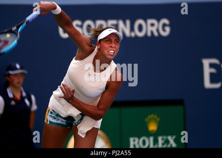 Flushing Meadows, New York - September 3, 2018: US Open Tennis:  Madison Keys of the United States serving during her fourth round match against Dominika Cibulkova of Slovakia at the US Open in Flushing Meadows, New York. Credit: Adam Stoltman/Alamy Live News - Stock Image