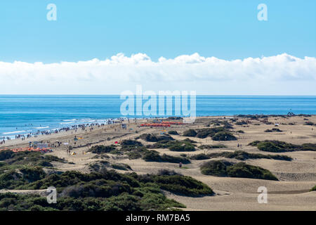 Landscape with yellow sandy dunes of Maspalomas and beach in Playa des Ingles, Gran Canaria, Canary, Spain - Stock Image