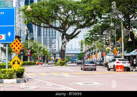 Street Scene, Jalan Tun Sambanthan, Little India, Brickfields, Kuala Lumpur, Malaysia. - Stock Image