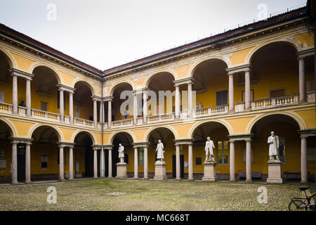 Arcaded courtyard of the University of Pavia (Universita di Pavia), c. 1770s-90s, with statues of notable scholars. - Stock Image