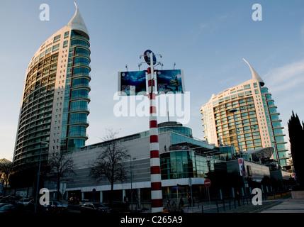 Vasco da Gama shopping mall, Torre de São Gabriel (right) and Torre de São Rafael at Parque das Nações - Stock Image