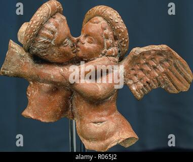 6391. Roman clay figurine of Eros and Psyche. - Stock Image