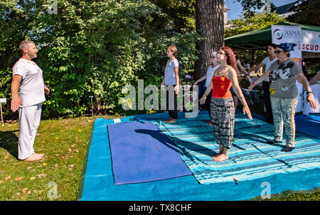 Italy Piedmont Turin Valentino Botanical garden - Wellness activity at the botanical garden - Yoga - Stock Image