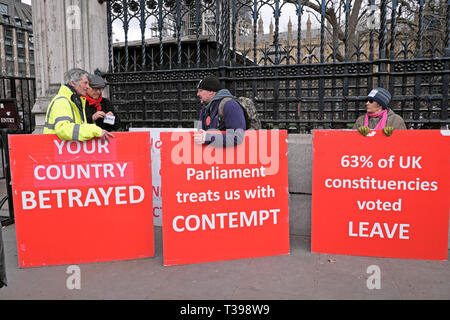 Brexit posters Brexiteer leave supporters demo outside the Houses of Parliament in Westminster, London England UK  4 April 2019  KATHY DEWITT - Stock Image