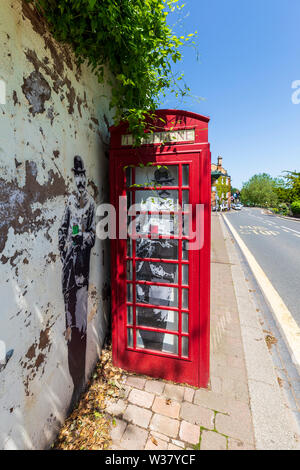 Banksy-style artwork of Edward Elgar in an old Telephone Box below the Rose Garden in Great Malvern, Worcestershire, England - Stock Image