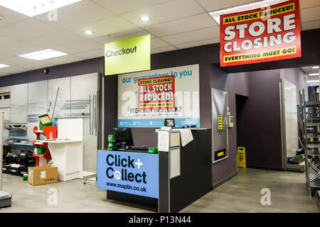 LONDON, UK - 8th June 2018: Maplin store in the City of London at Eastcheap closes down after a sales clear out. - Stock Image