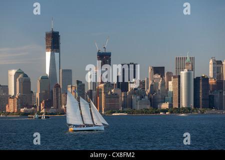Lower Manhattan Skyline, Sailing Boat, East River, Freedom Tower, New York - Stock Image