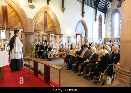 Holy Trinity Church, Chesterton, UK. 8 May 2015. The Reverend Simon Boxall addresses the congregation at the Memorial - Stock Image